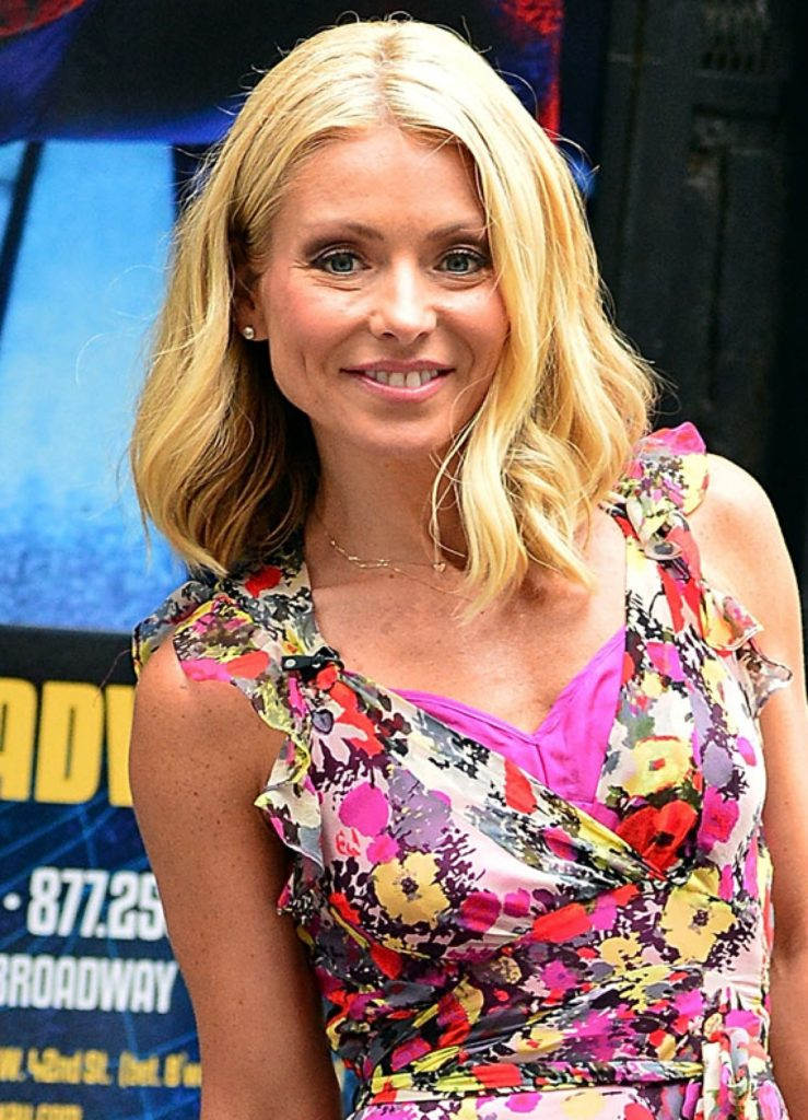 Kelly Ripa Working Out Pics