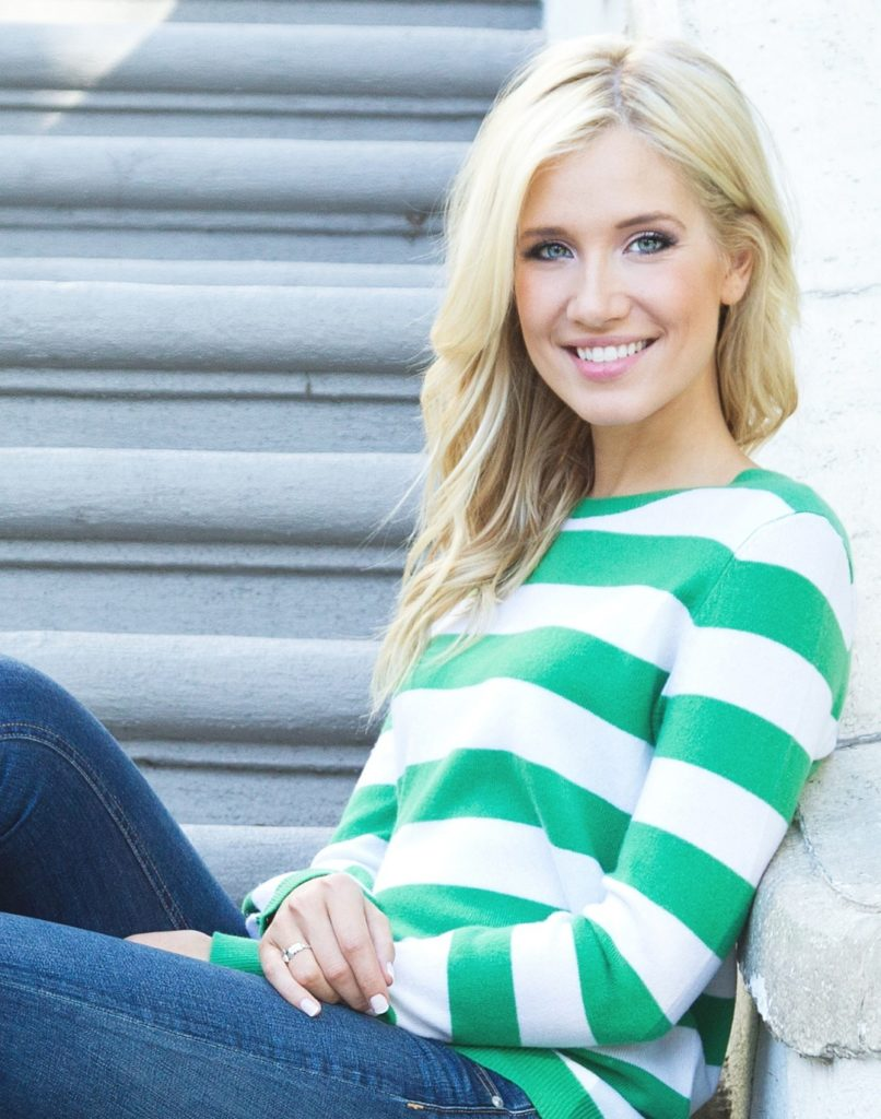 Kristine Leahy Smileing Wallpapers