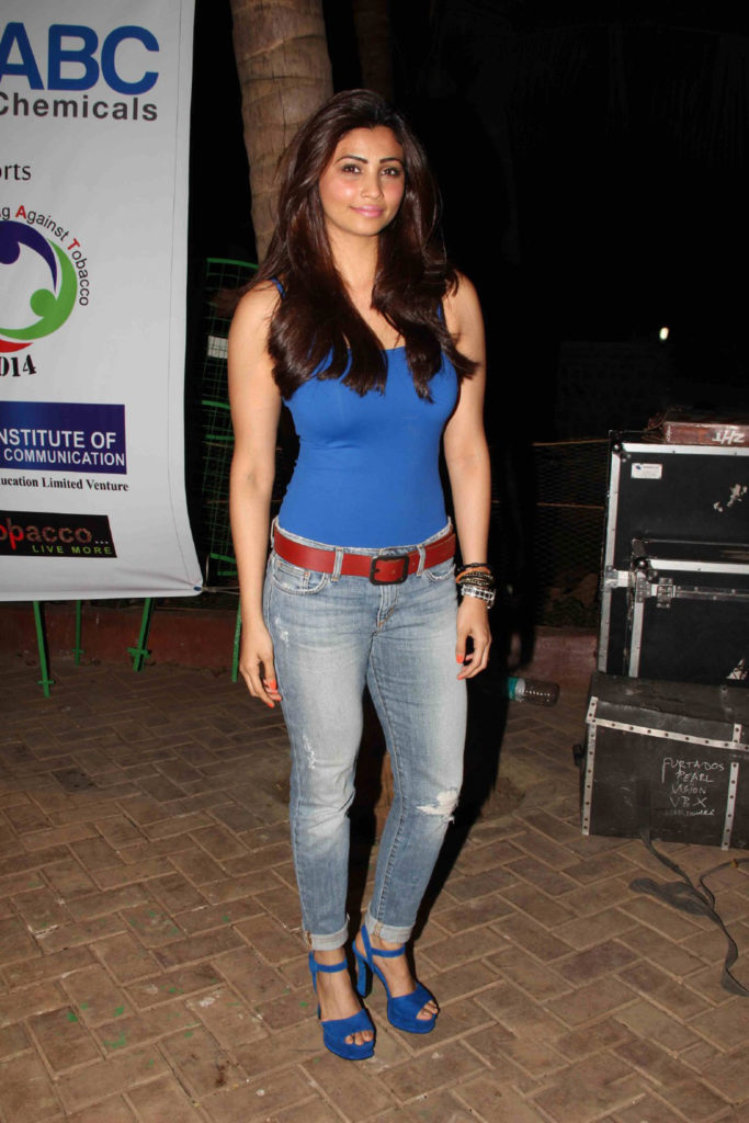 Daisy Shah Jeans Pictures