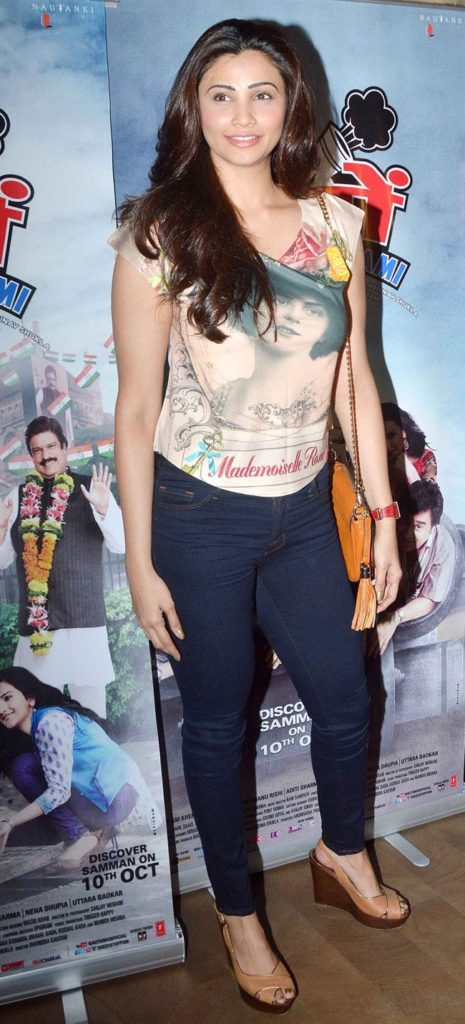 Daisy Shah Smile Images