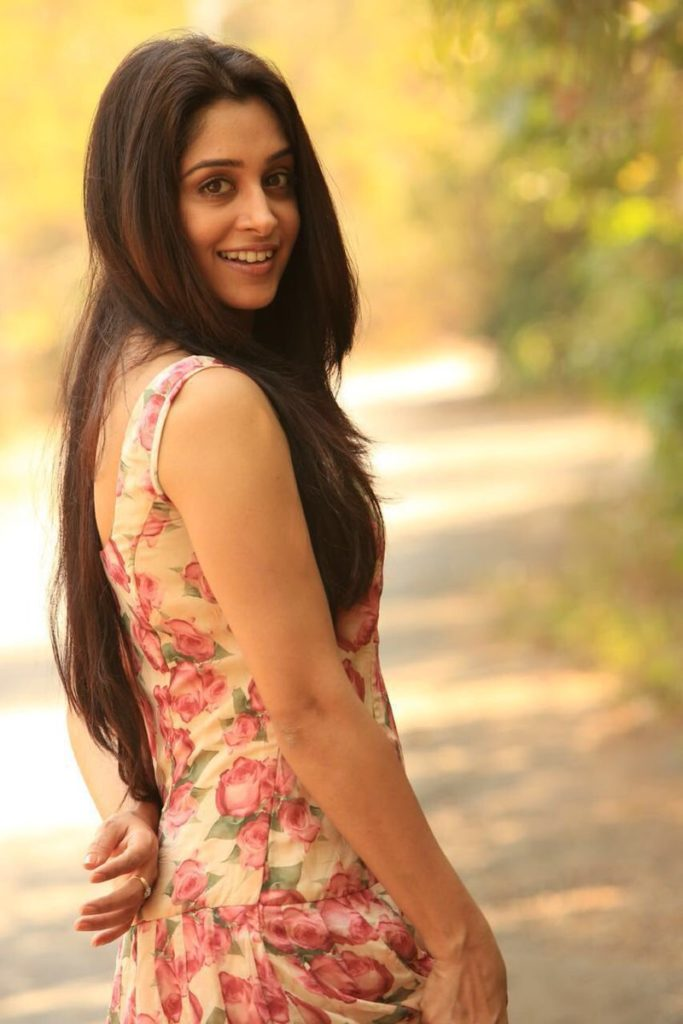 Dipika Kakar Backless Pictures
