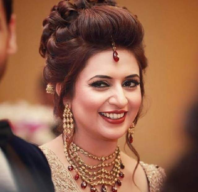 Divyanka Tripathi Cute Smile Images