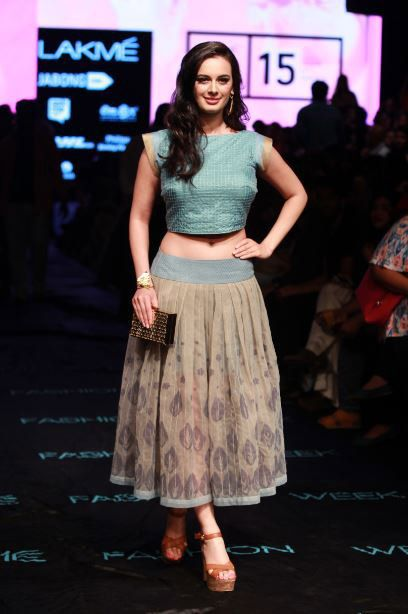 Evelyn Sharma Feet Pictures