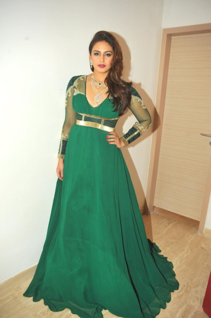 Huma Qureshi Gown Pictures