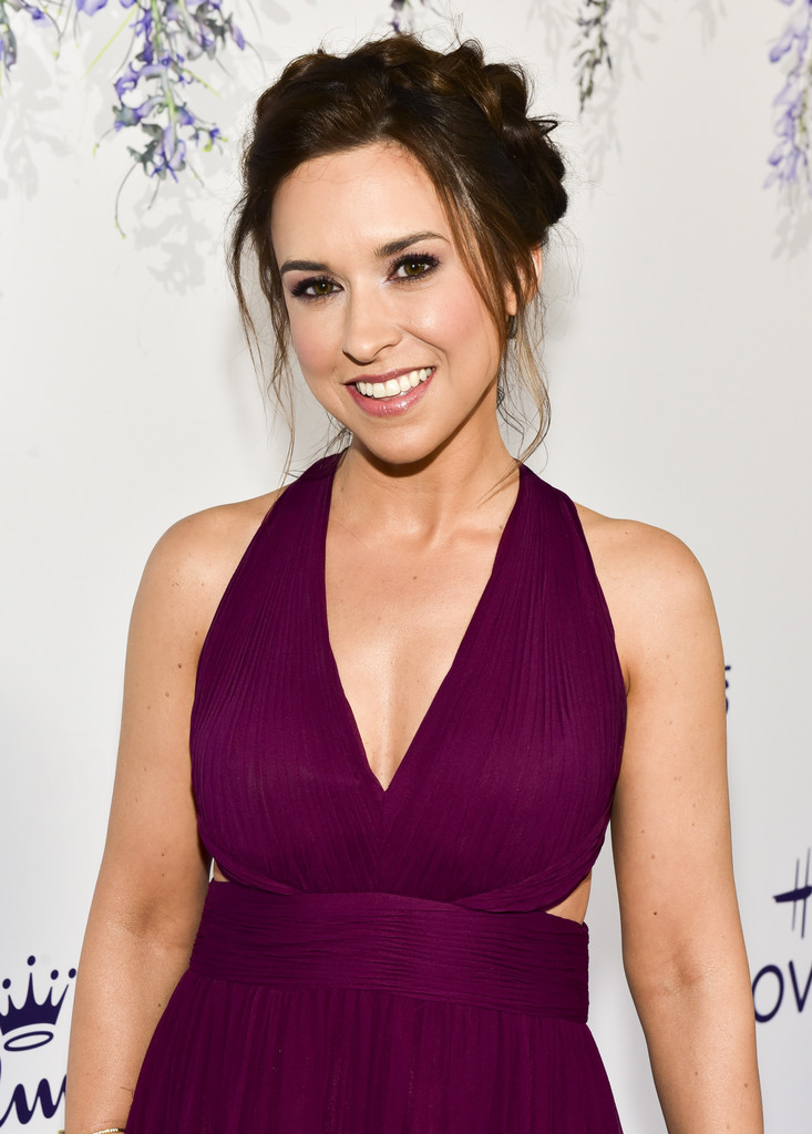 Lacey Chabert Bra Pictures