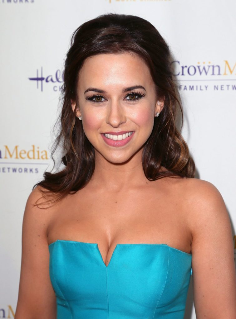 Lacey Chabert Topless Pics