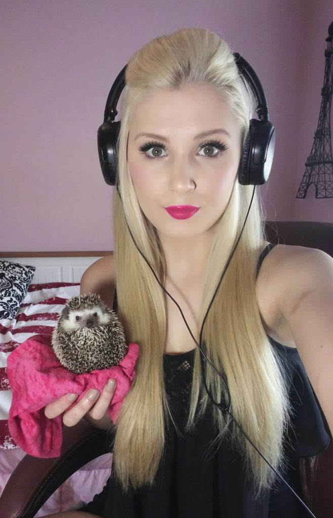 Lauren Southern Makeup Photos