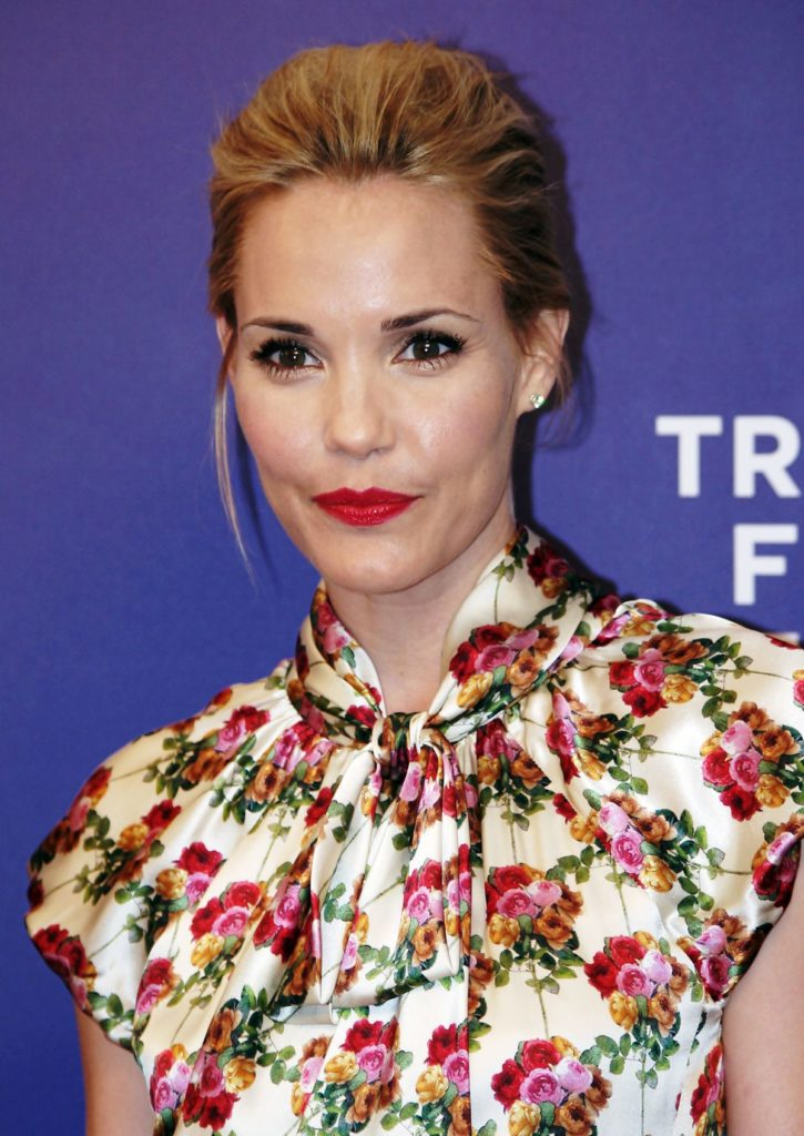 Leslie Bibb Makeup Photos