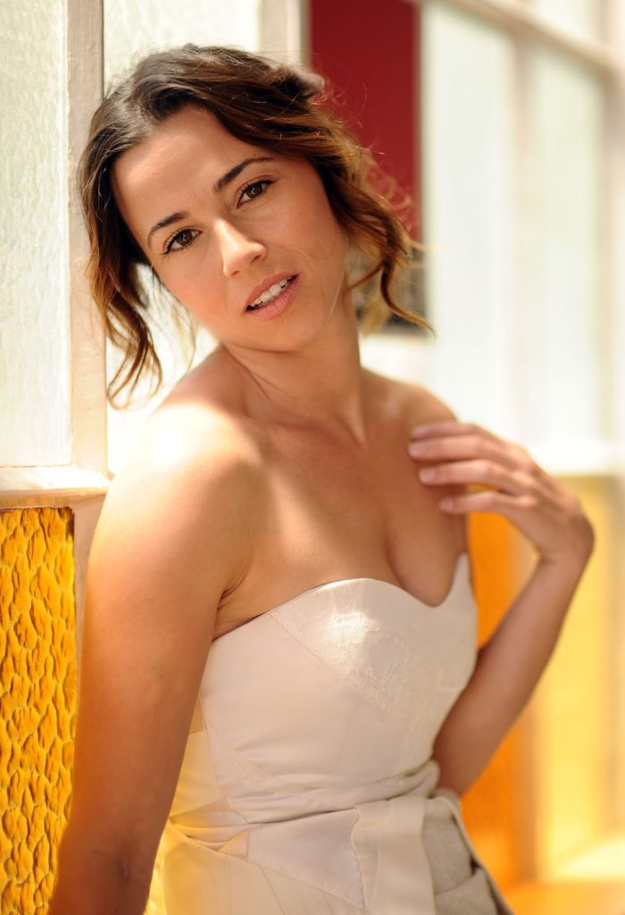 Linda Cardellini Boobs Photos