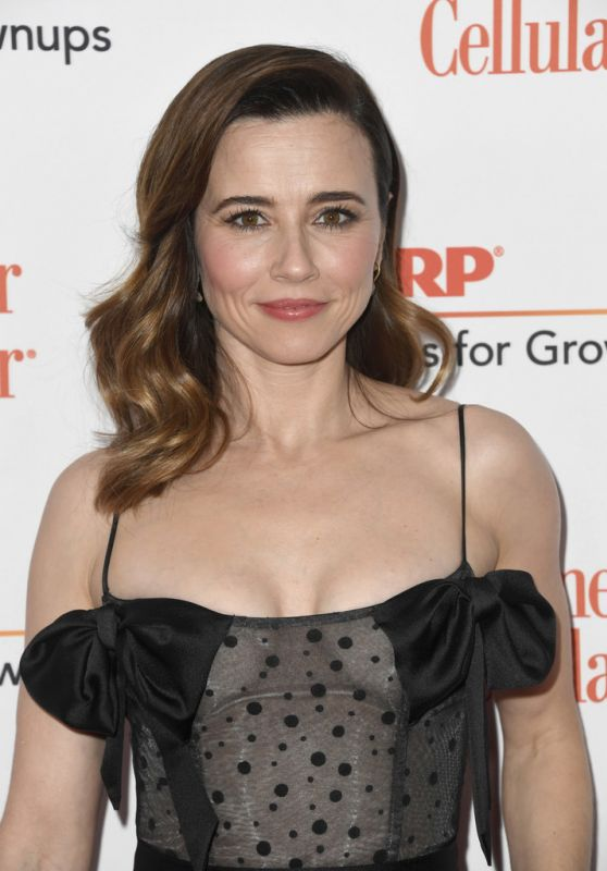 Linda Cardellini Short Hair Wallpapers