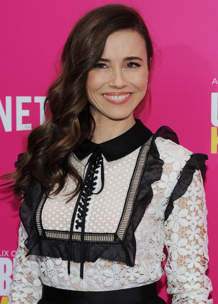 Linda Cardellini Smile Wallpapers