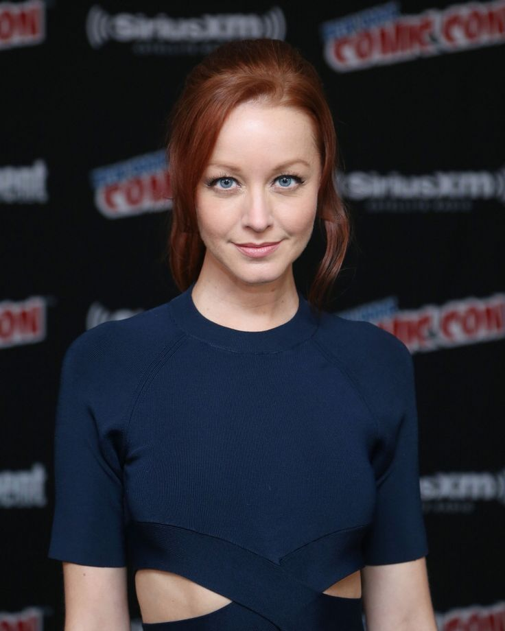 Lindy Booth Navel Images