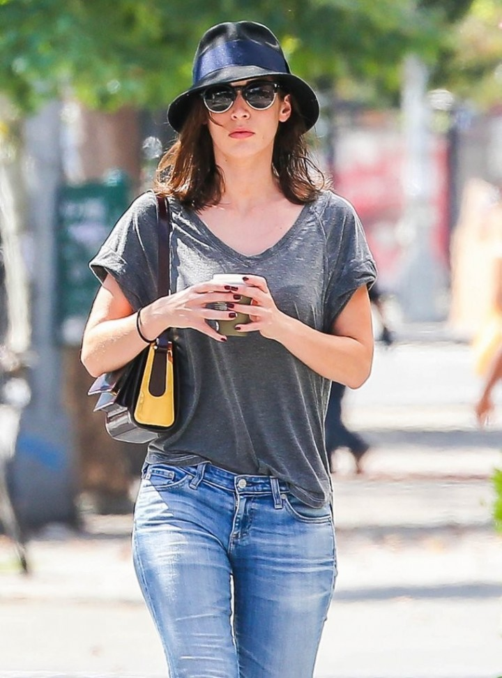 Lizzy Caplan Jeans Images