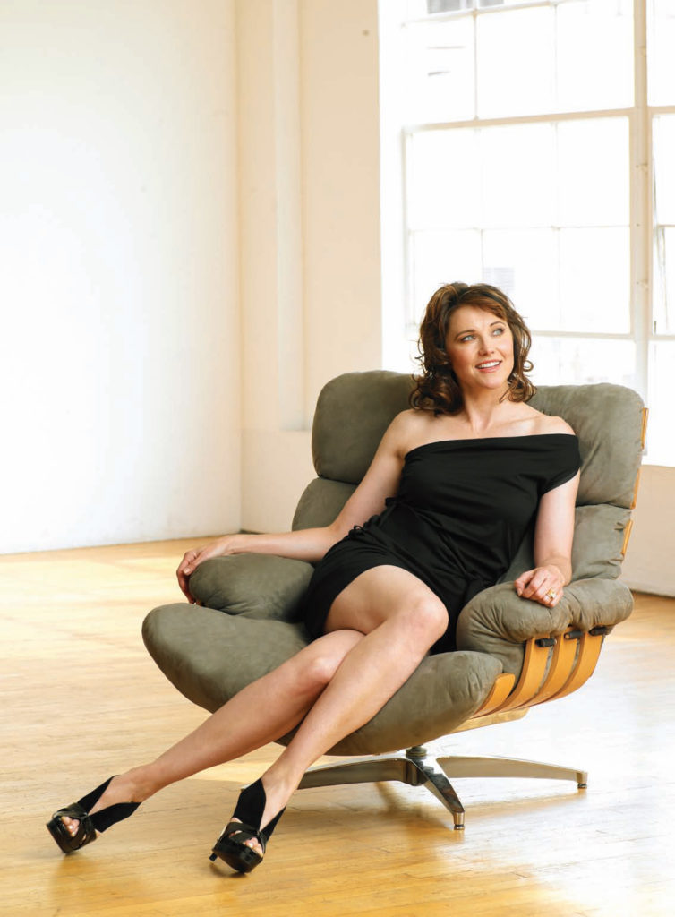 Lucy Lawless Feet Images