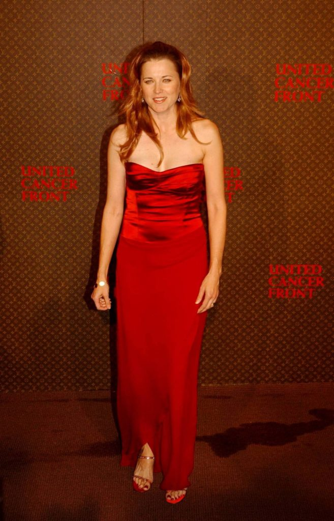Lucy Lawless Gown Images