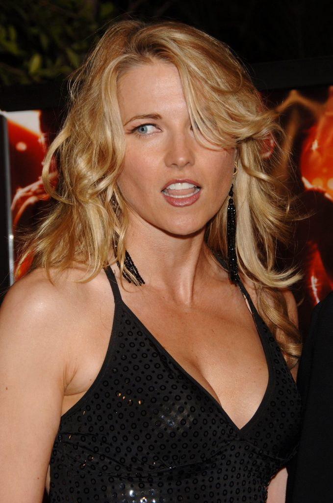 Lucy Lawless Hair Style Pictures