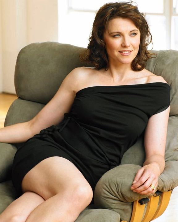 Lucy Lawless Leggings Photos