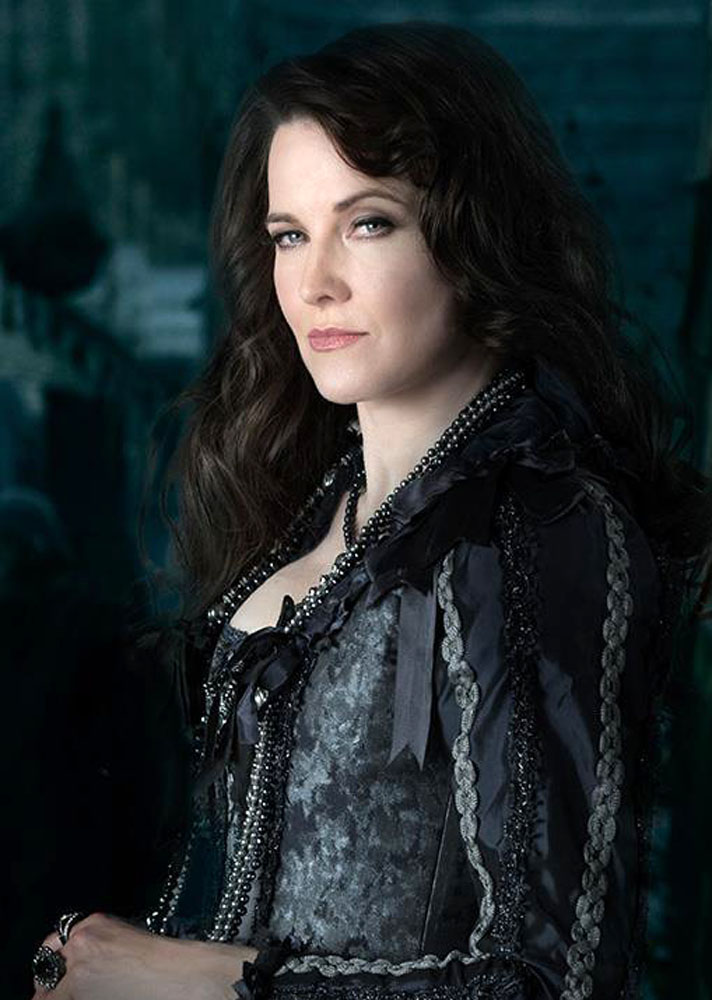Lucy Lawless Sexy Eyes Pictures