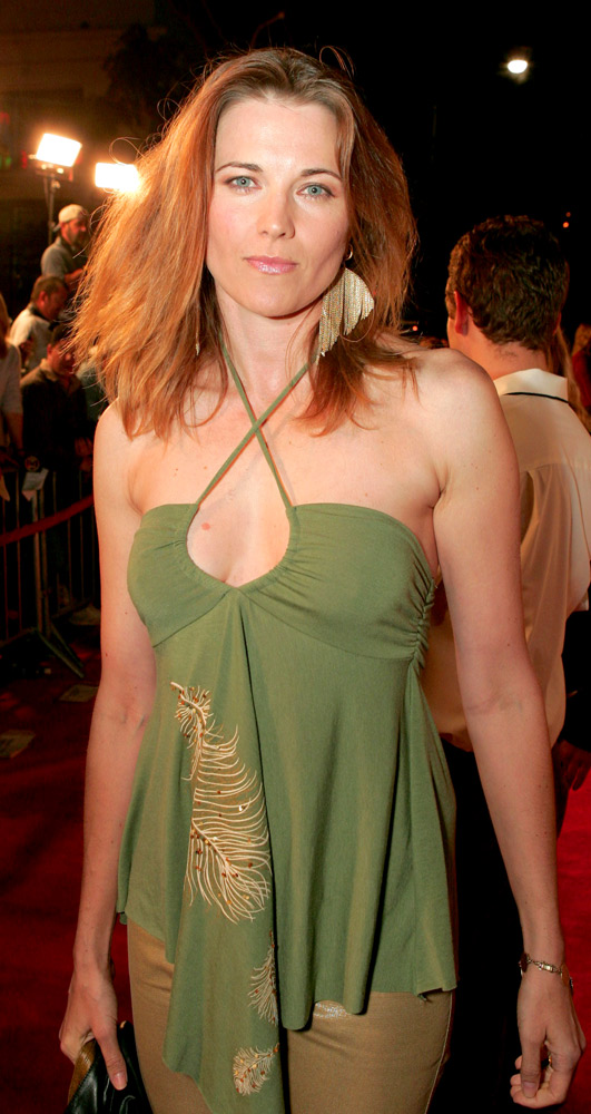 Lucy Lawless Upskirt Images