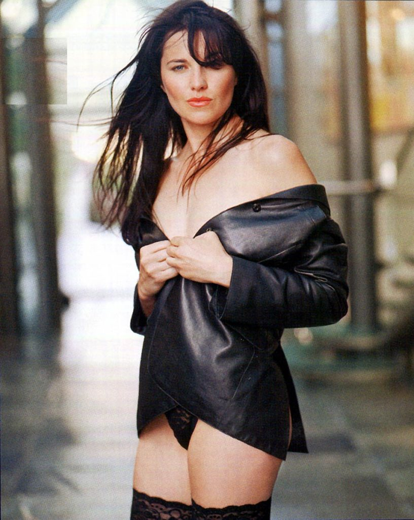 Lucy Lawless Upskirt Photos