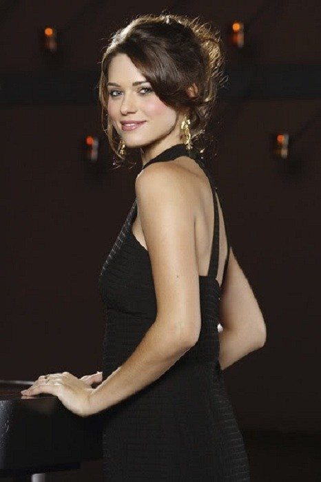 Lyndsy Fonseca Backless Photos