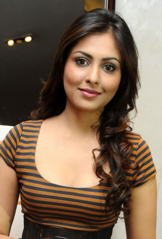 Madhu Shalini Body Pictures