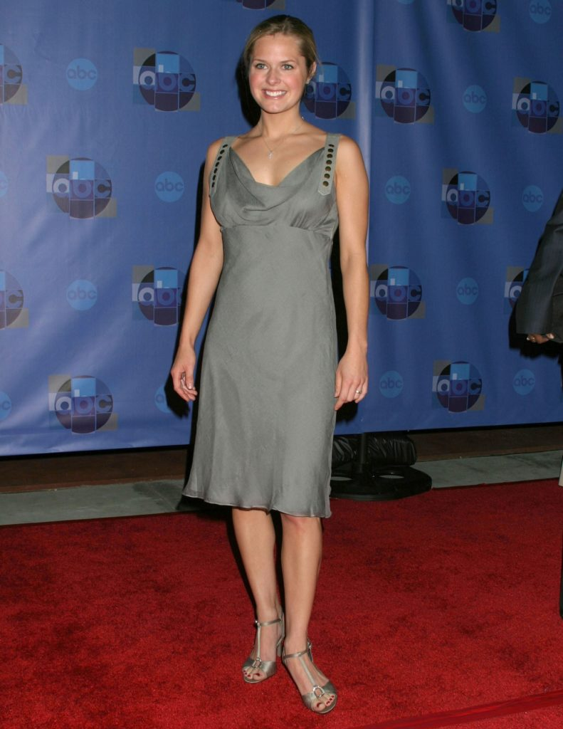 Maggie Lawson High Heels Images