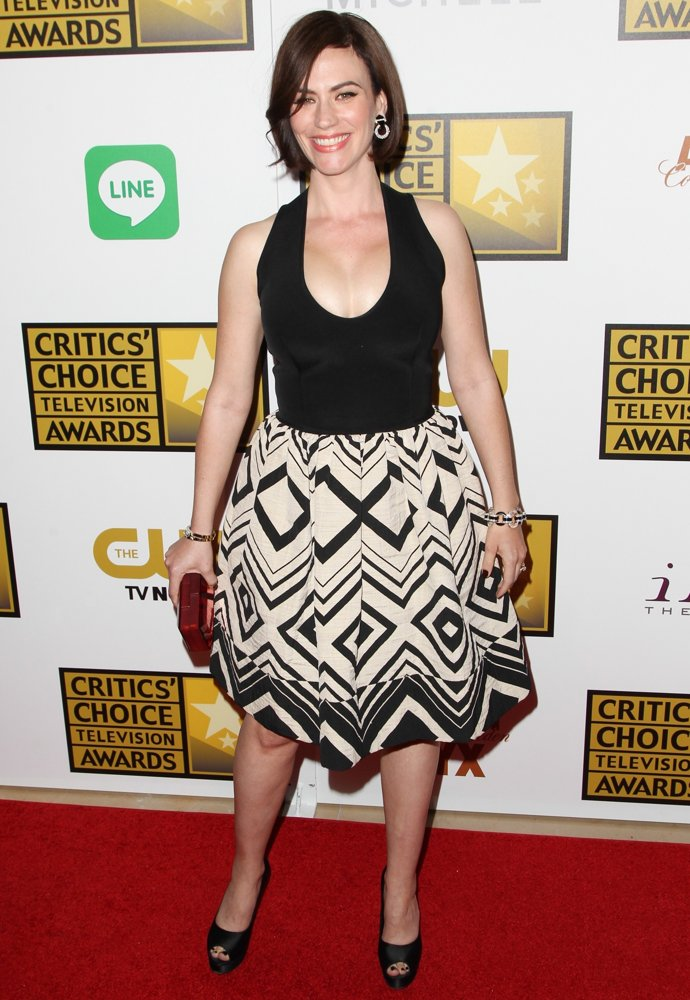 Maggie Siff Upskirt Images