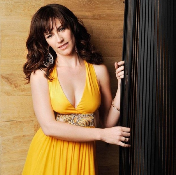 Maggie Siff Without Bra Images