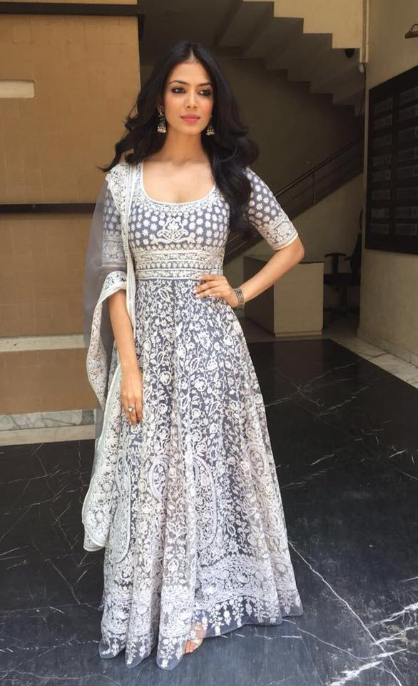 Malavika Mohanan Gown Images