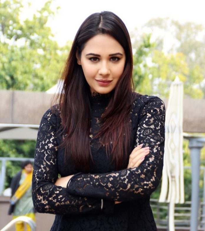 Mandy Takhar Hot Images
