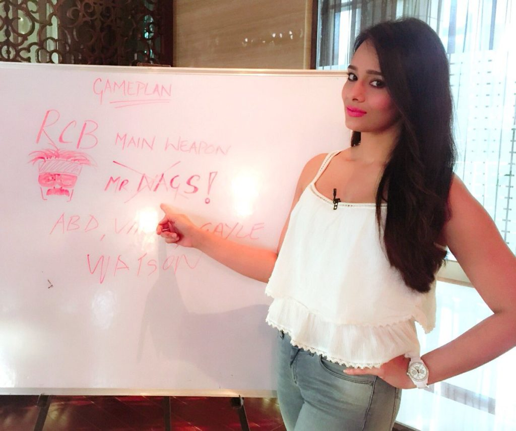 Mayanti Langer Jeans Pictures