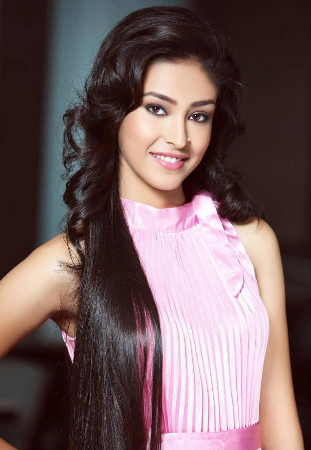 Navneet Kaur Dhillon Smile Pictures