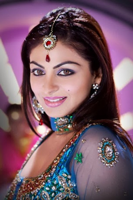 Neeru Bajwa Makeup Pictures