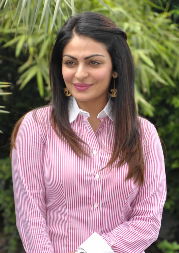 Neeru Bajwa Sexy Eyes Images