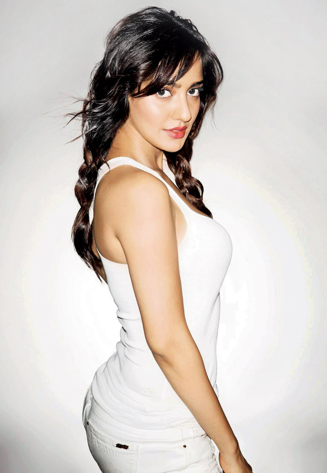 Neha Sharma Butt Pictures