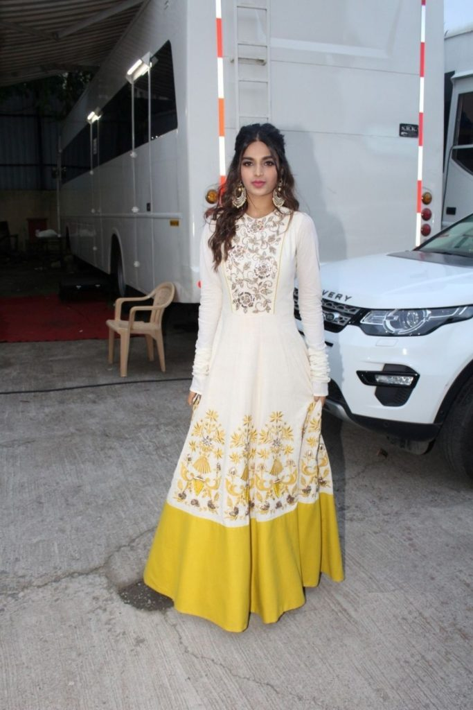 Nidhhi Agerwal Gown Wallpapers